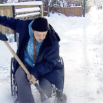 Calgary man in wheelchair shovels snow to make it easier for other wheelchairs